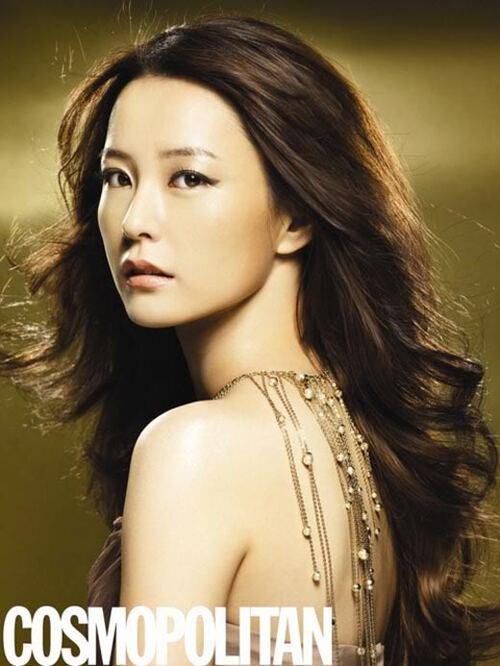 Jung Yoo Mi pour Cosmopolitan