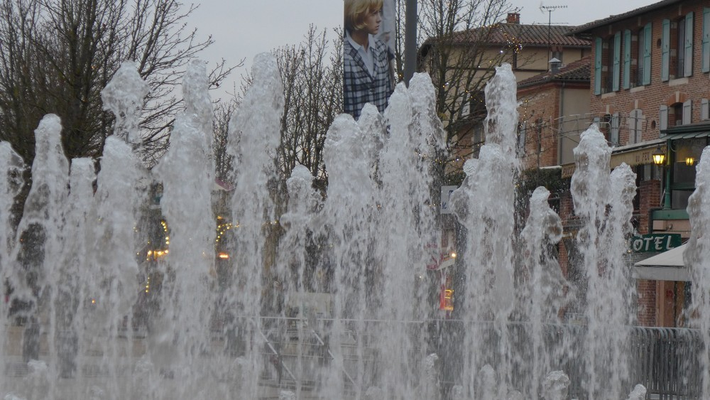 Les jets d'eau, place du Vigan à Albi...