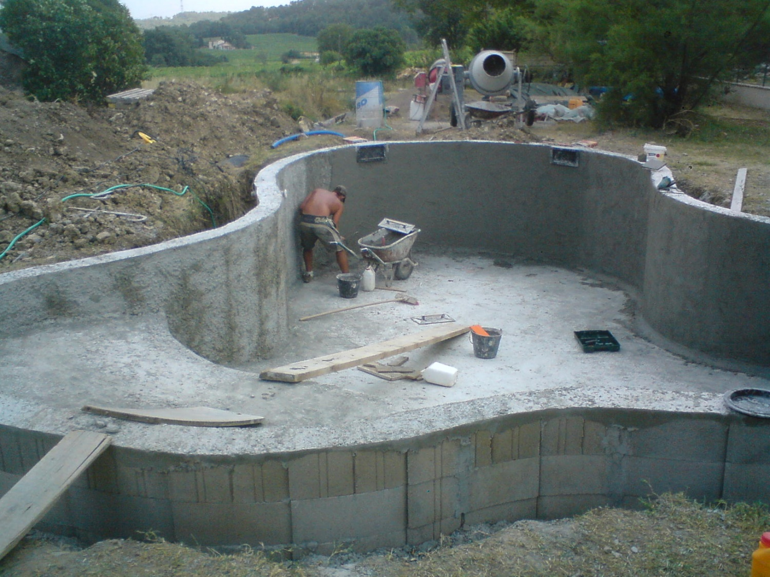 100 construction de sa piscine sur petit for Construction piscine