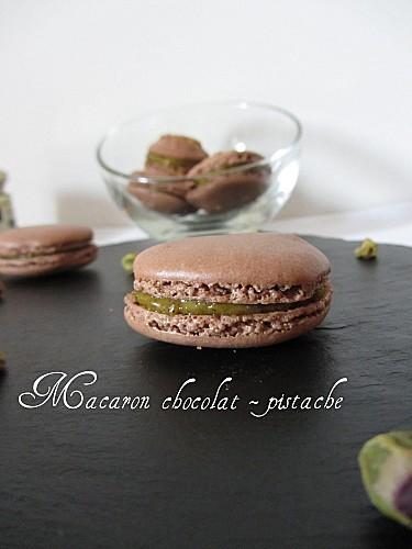 macaron-chocolat-pistache1.jpg