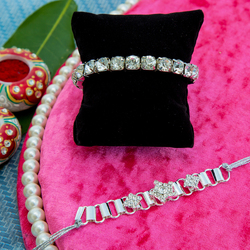 Send Gorgeous Rakhi Gift Hampers Abroad on this Rakhi