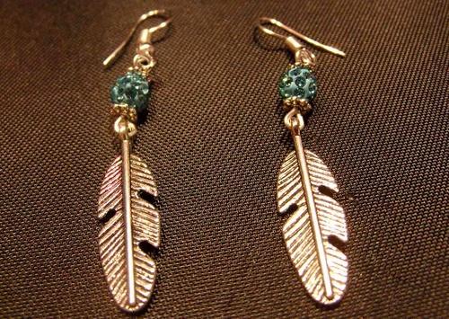 Boucles d'oreilles country plumes et perles de shamballa turquoise