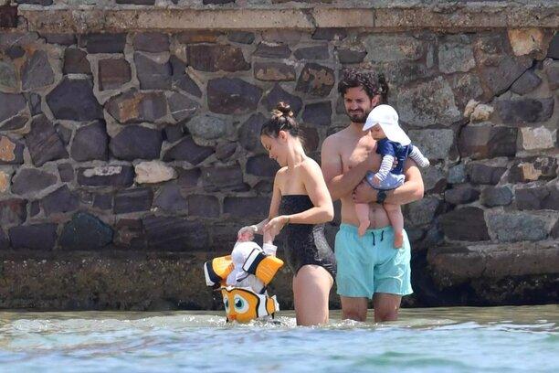 C.P. - Sofia et leurs enfants (Suède) en vacances à Ste Maxime