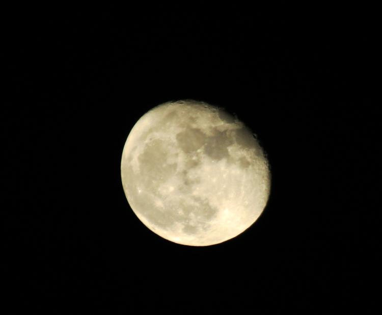 Quand la lune s'éclipse