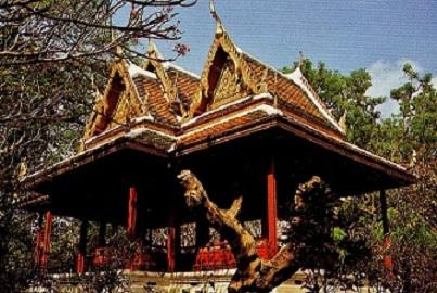 THAILANDE: BANG-PA-IN  et « THINANG UTHAYAN PHUMISATHIAN» et son jardin a l'art topiaire .