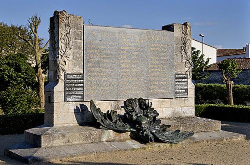 Lacouarde-monumentauxmorts.jpg