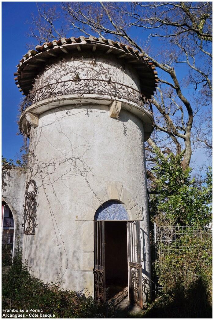 Arcangues Côte basque entrée de l'ancien presbytère