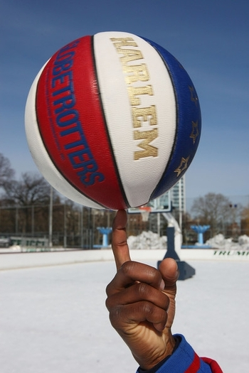 harlem+globetrotters+play+historic+game+ice+0dadafdjexul