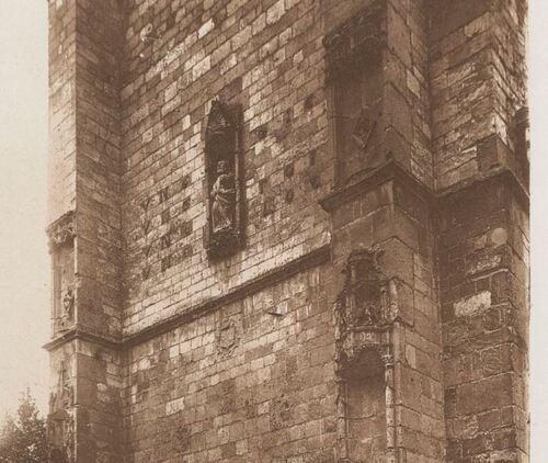 Ham - Le Beffroi - détail de la façade (La Picardie historique et monumentale. Tome VI)