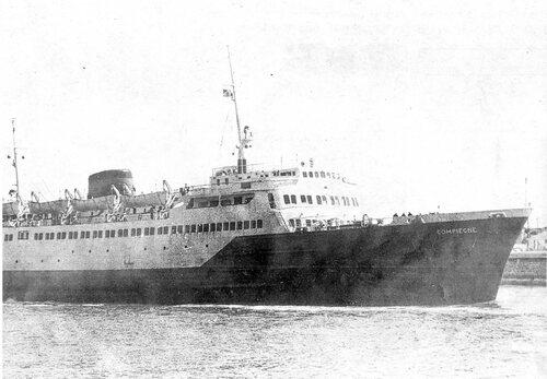 Le « Compiègne», le premier bateau qui emmène notre voiture avec lui