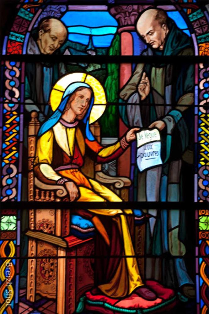 Tréhorenteuc : Vitrail de sainte Onenne lègue aux pauvres