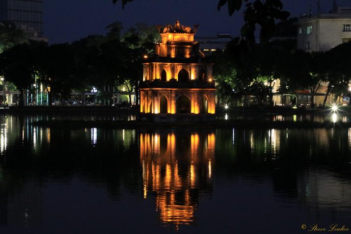 La tour de la Tortue sur le lac Hoan Kiem, Hanoï, Viêt Nam