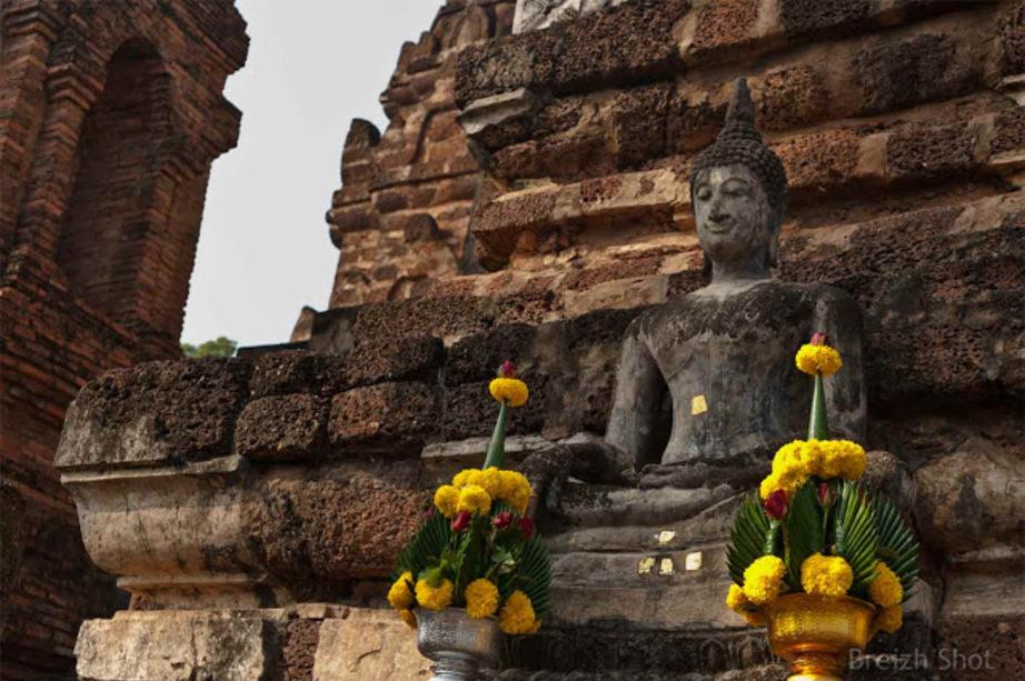 Wat Mahathat - Sukhothaï  une représentation de Bouddha  - Bouddha assis