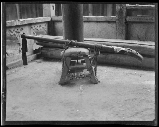 Old Gun. China, Mao Zhou, 1917-1919. (Photo by Sidney David Gamble)