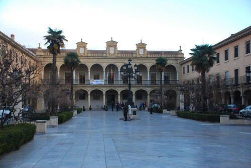 Place de la Constitution et l'hôtel de ville