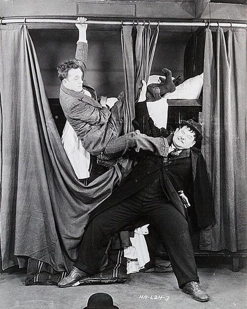 LAUREL & HARDY - Berth Marks (1929) (Humour)