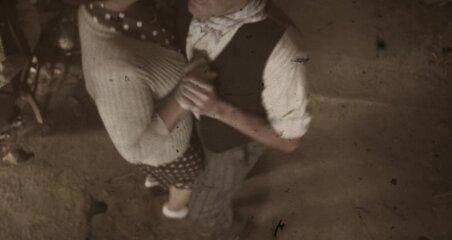 Dansez, dansez tenant!