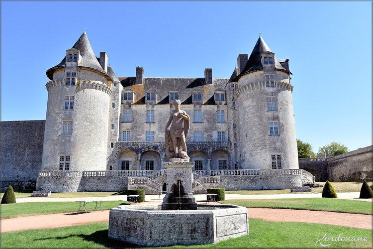 Photos château de la Roche-Courbon - la façade