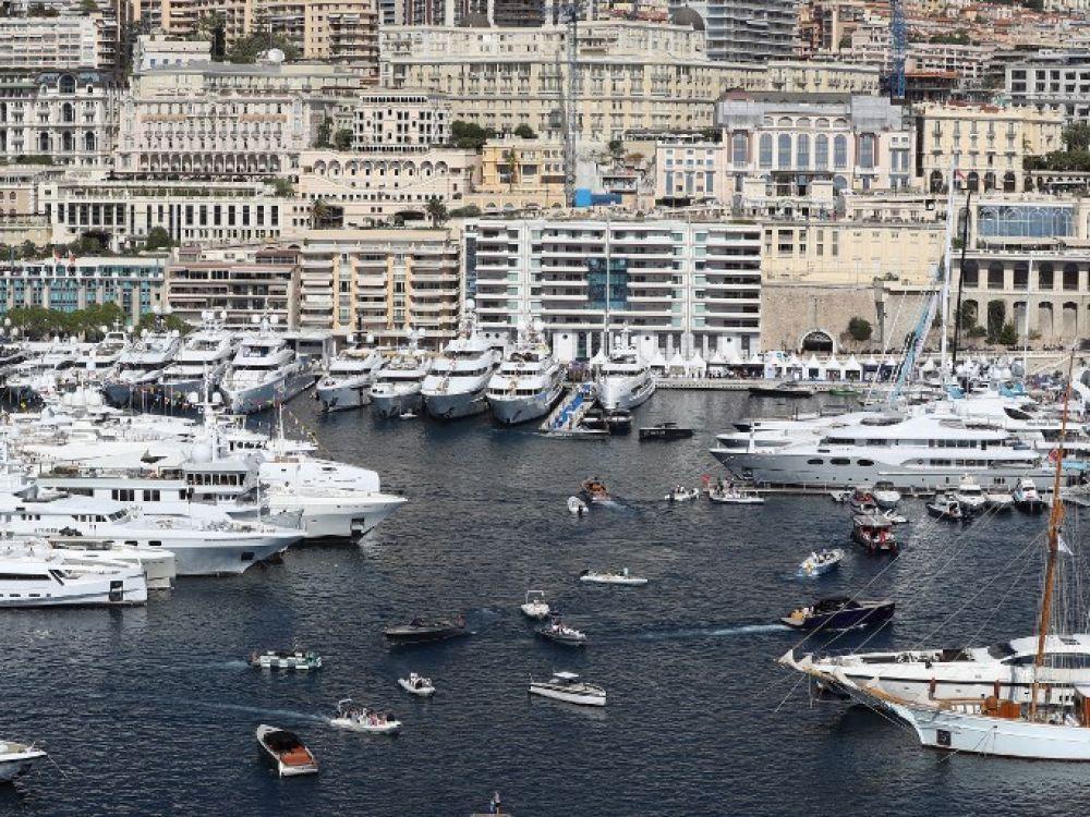 Le port de Monaco en septembre 2017.  VALERY HACHE / AFP Si des milliers et des milliers n'ont pas de toit, c'est parce que d'autres en ont trop...