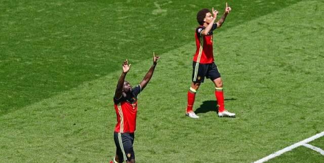 Football - Euro - Romelu Lukaku et Axel Witsel, les deux buteurs du jour. (Duvignau/Reuters)