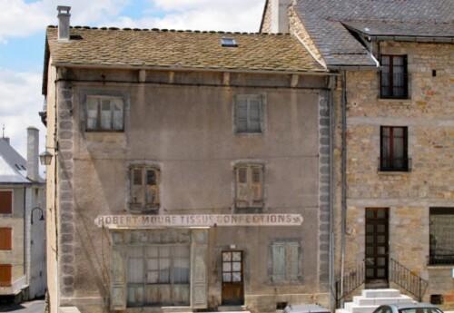 St Alban boutique fermée mur peint 40