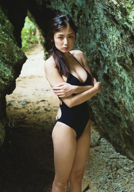 "Photobooks : ( Moemi Katayama : Photobook ""Ningyo/人魚"" )"
