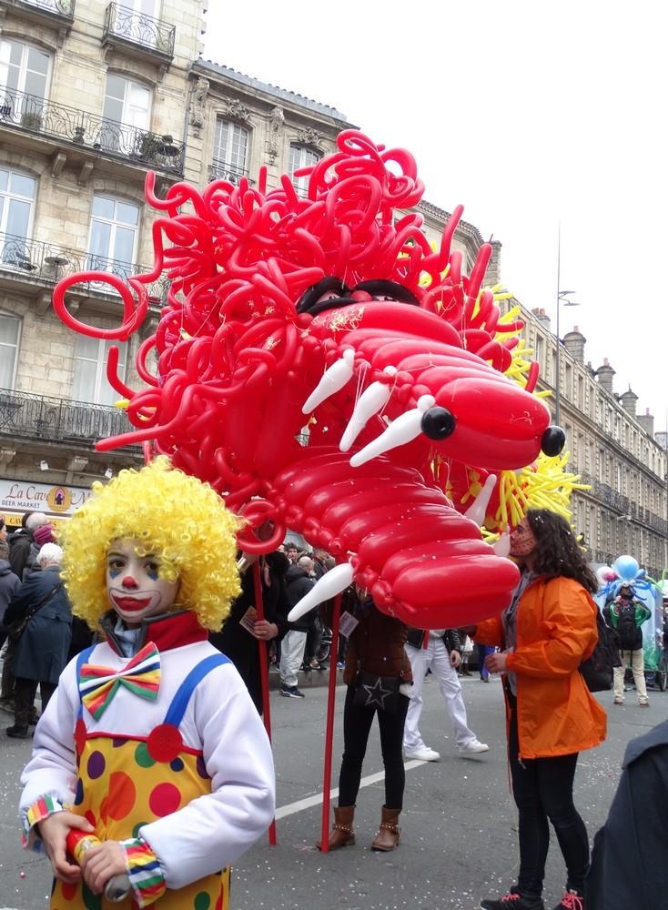 Le carnaval de Bordeaux 2016 : les monstres en ballons...
