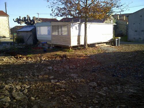 Cabane en bois devant le mobile-home: 11 Octobre 2013