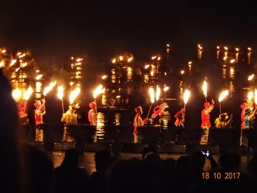 Yangshuo; spectacle sur l'eau d'un lac;