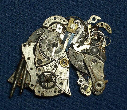 de-vieilles-montres-a-gousset-recyclees-et-transformees-en-detonnantes-sculptures12