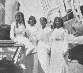 historybyerin:  Anastasia, Tatiana, Olga, and Maria 1914