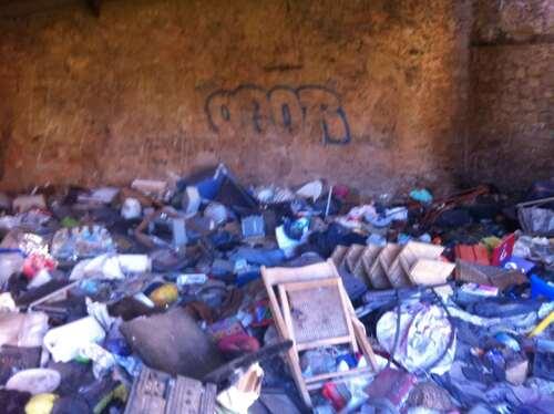 Mas de Paris plein de déchets - Puyloubier