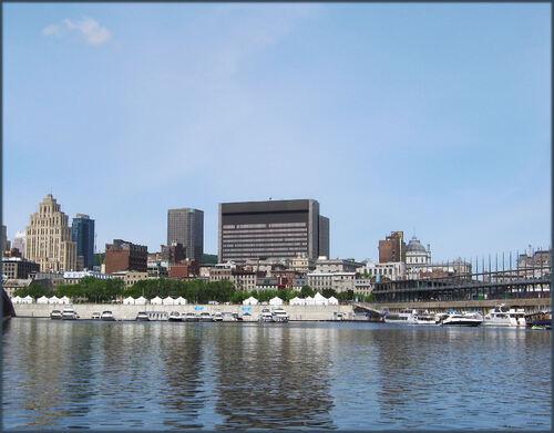 Montréal avec vue du Fleuve St-Laurent