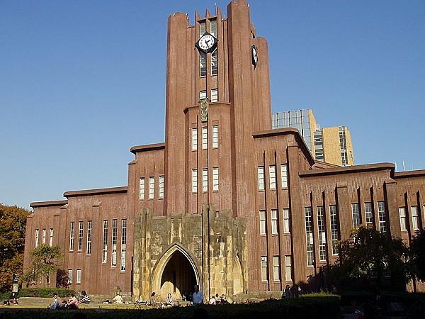 800px-Yasuda Auditorium, Tokyo University - Nov 2005