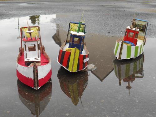Les chalutiers de Saint Guénolé à marée basse