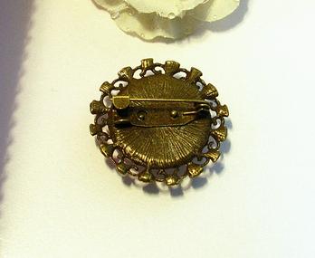 Broche ronde Cabochon de Verre Boucquet de Fleurs roses, Support  Bronze