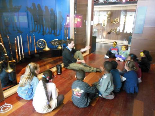 Visite des M2 et M3 au Musée d'instruments de musique