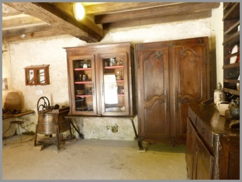 Rochemenier : meubles , outils de l'époque