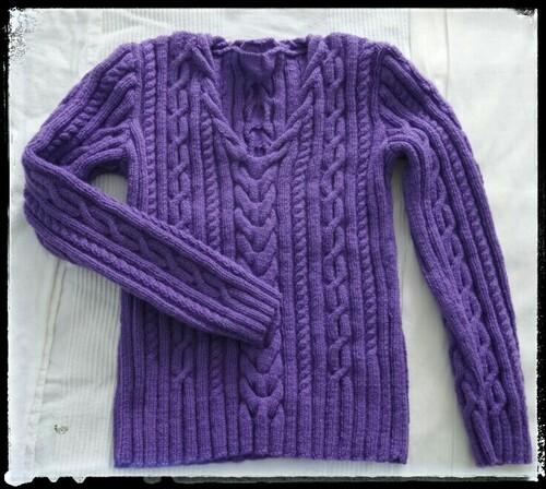 Tricoter un pull en V à torsades