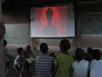 Burkina Banfora Cinéma à l'orphelinat
