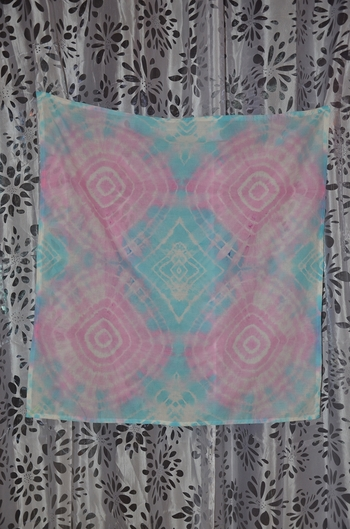 foulard rose et bleu carré tie and dye