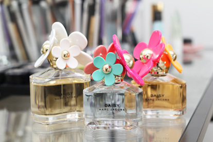 blue, daisy, perfume, pink, colors, flowers, make up, pretty, orange, white, love, marc jacobs, bottles, cute