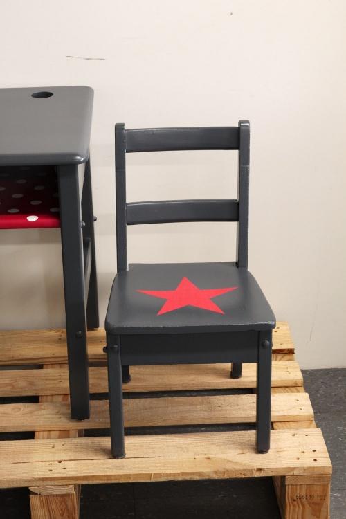 Collection GRIGRIS PLOMB : le set pupitre + chaise FRAMBOISE