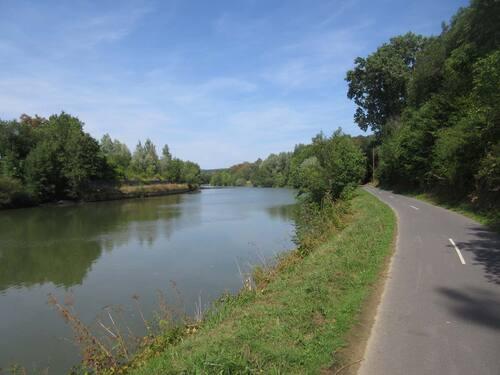 Sedan-Charleville le long de la Meuse A/R (40 km)