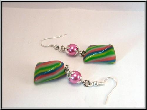 Boucles d'oreille bonbon berlingot multicolore en fimo