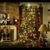 une photo de la maison de Bella avec les décorations de Noël