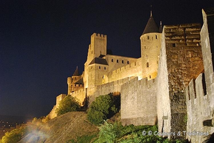Carcassonne, les remparts de nuit