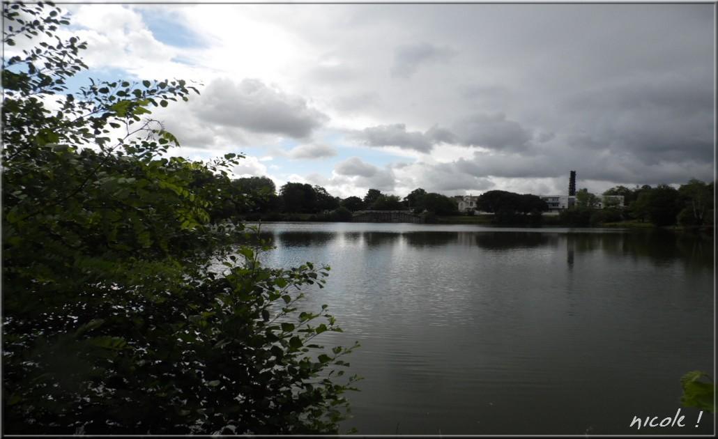 Continuons notre promenade à ce petit lac ...