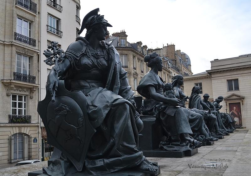 Parvis du Musée d'Orsay : Les Grandes Parties du Monde