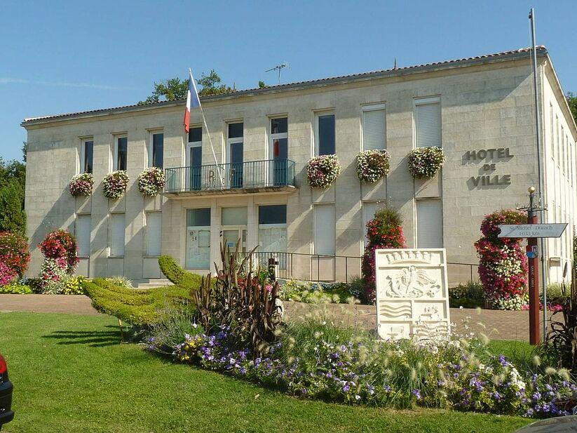 Stmichel mairie.JPG